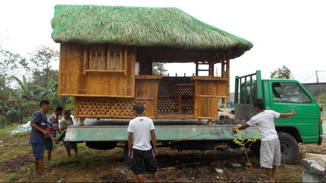 Moving-a-bahay-kubo-by-truck